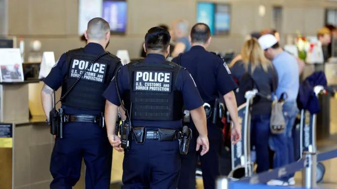 U.S. border agents