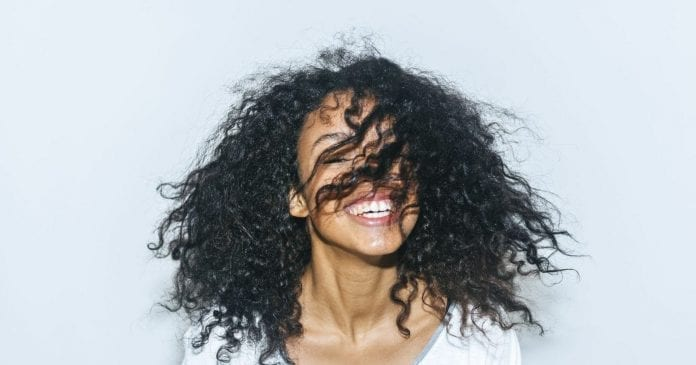 6 Tips For Curly Hair For A Completely Natural Look